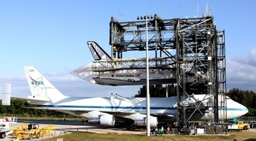 airplane's can carry shuttle