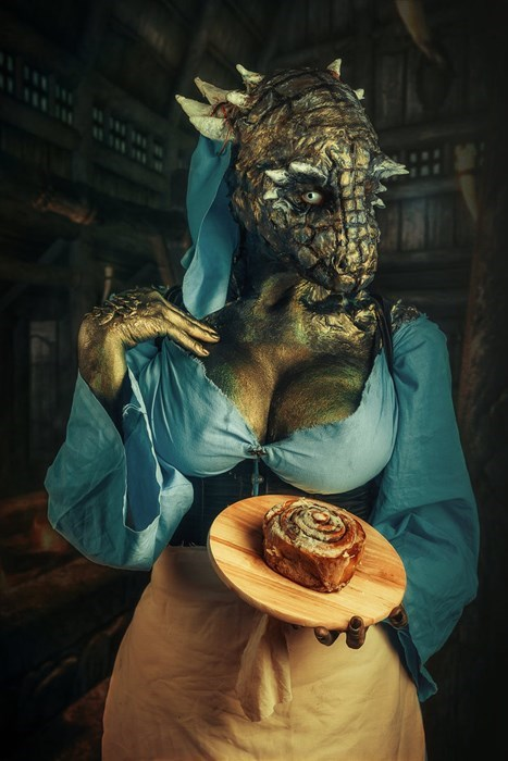 geeky-cosplay-sexy-argonian-skyrim-gives-you-a-sweetroll