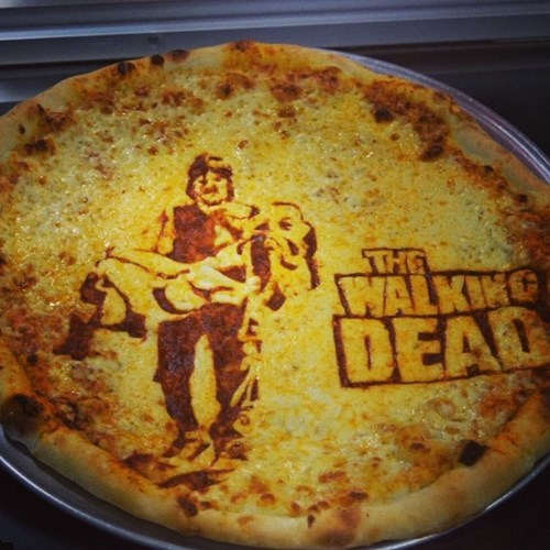 funny-walking-dead-daryl-and-beth-in-pizza