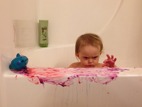 funny-parenting-bathtime-is-serious-business