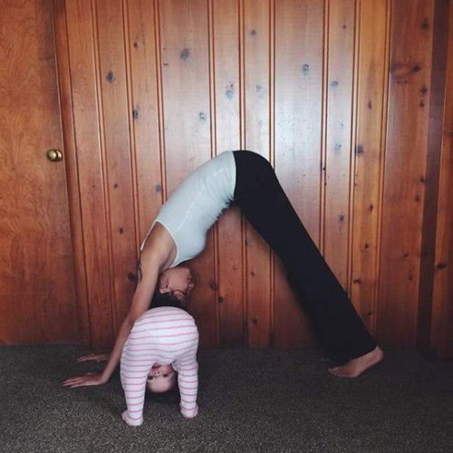 funny-parenting-yoga-fun-for-the-whole-family