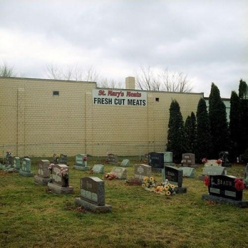 funny-creepy-fail-pics-graveyard-meat