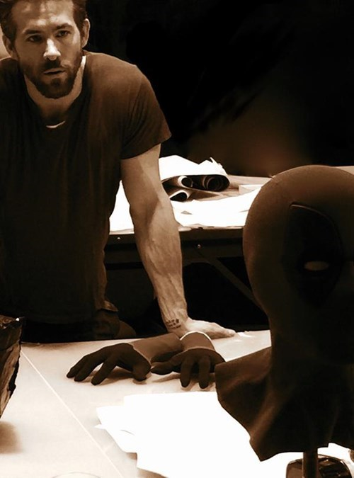superheroes-deadpool-marvel-ryan-reynolds-early-look-at-movie-mask