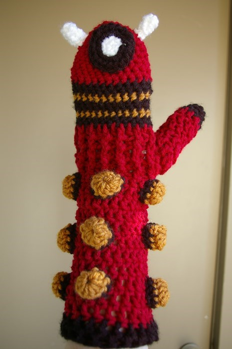 funny-doctor-who-dalek-knit-mittens-insulate-puns