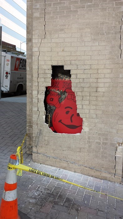 epic-win-pics-kool-aid-street-art-graffiti
