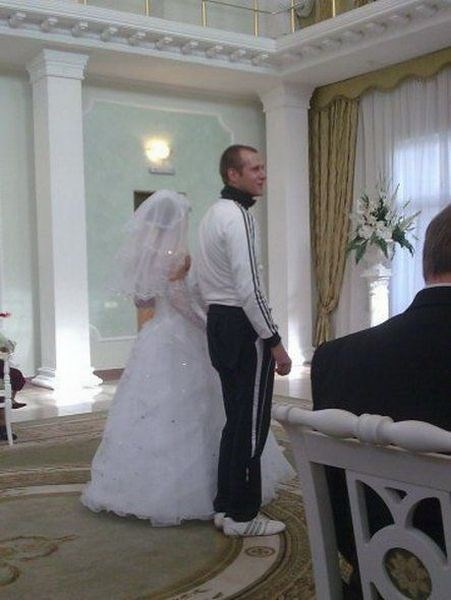 fashion-fail-i-thought-the-wedding-was-casual