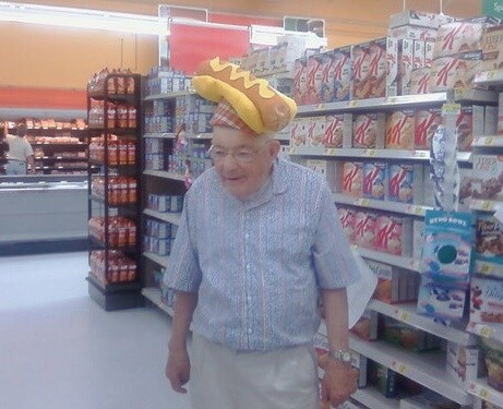 fashion-fail-brb-obtaining-hot-dog-hat