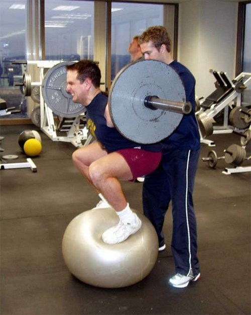 funny-fail-pics-yoga-ball-weights-workout