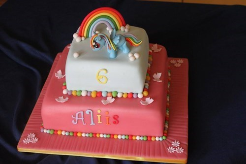 my-little-pony-rainbow-dash-cake-is-cool