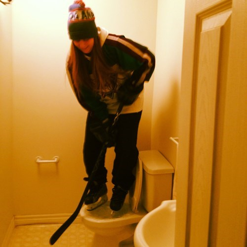 epic-win-pics-hockey-frozen-toilet