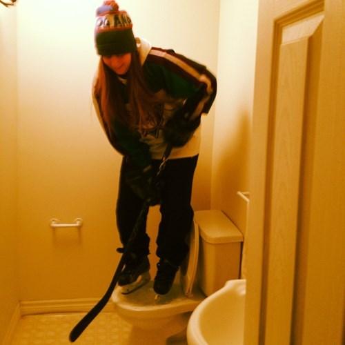 epic-win-pics-hockey-frozen-toilet