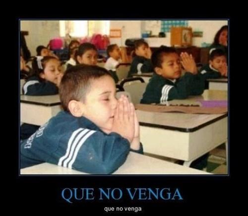 rezando en clase