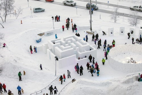 epic-win-pics-snow-maze-festival-sweden
