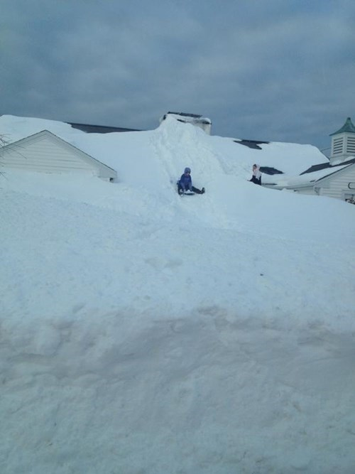 epic-win-pics-snow-sledding-house
