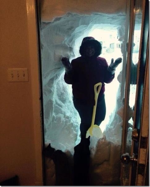 epic-win-video-snow-shovel-cave