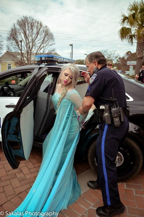 frozen cosplay elsa arrested