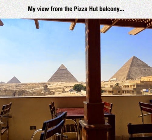 epic-win-pics-pizza-hut-egypt-pyramids