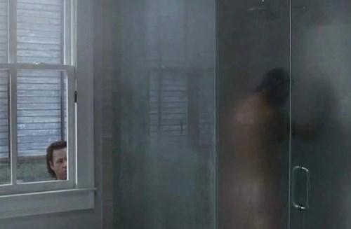 funny-walking-dead-eugene-peeks-rick-grimes-shower
