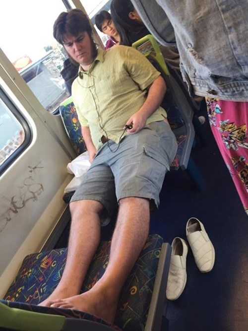 funny-train-fails-manspread