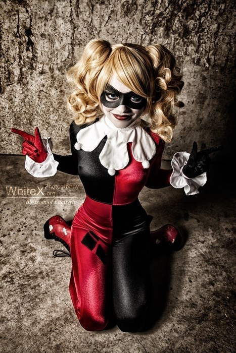 geeky cosplay harley quinn finger guns