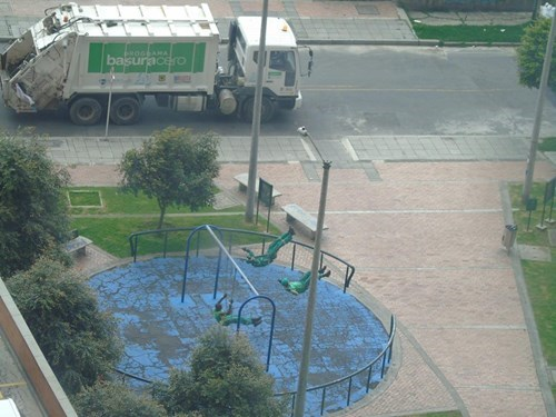 epic-win-garbage-truck-playground
