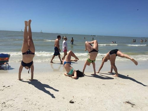 funny-beach-fails-timing-handstand