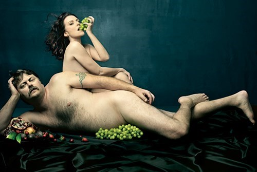 Nick Offerman and Megan Mullally know how to eat fruit.