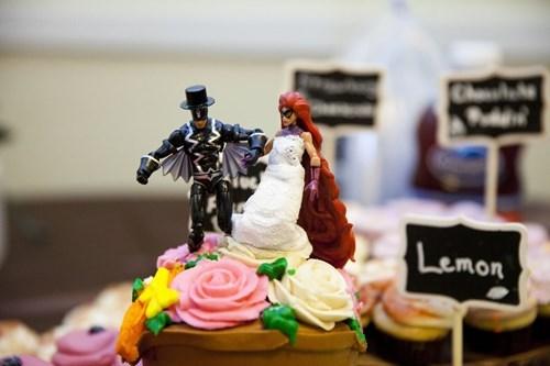 superheroes-inhumans-marvel-black-bolt-medusa-wedding-cake-topper