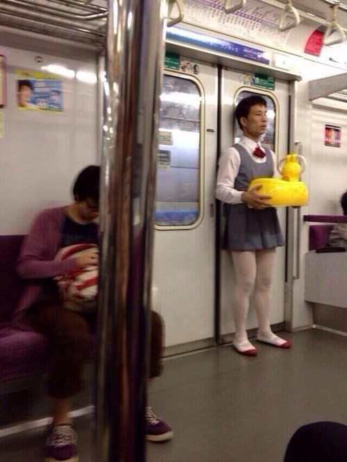 funny-fashion-fail-schoolgirl-uniform-japan