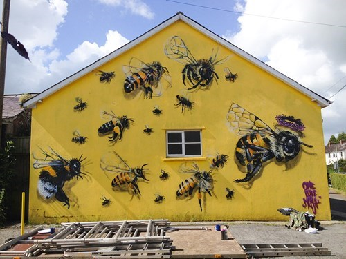 epic-win-pic-bee-mural
