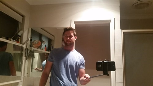 funny-selfie-pic-stick-mirror-wrong