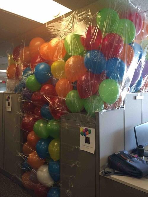 funny-office-work-pic-balloon-birthday-prank