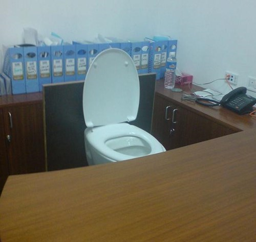 funny-office-work-toilet