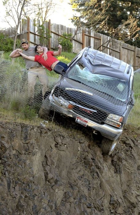 epic-win-news-hero-car-rescue-cliff