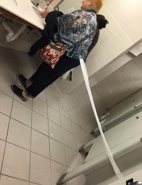 funny-bathroom-fail-toilet-paper