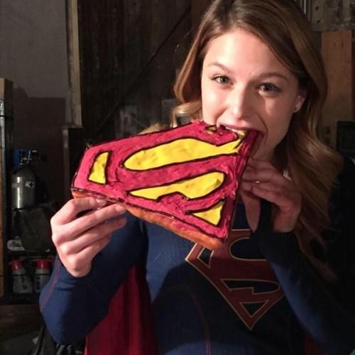 cake,cbs,supergirl