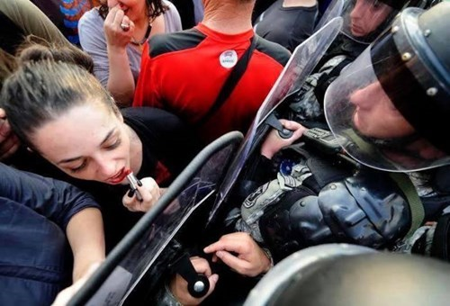 funny-win-pic-protest-lipstick-makeup