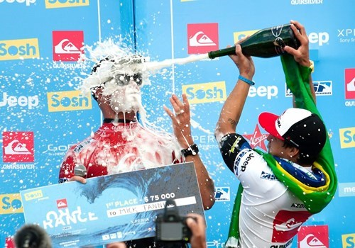 funny-photography-perfect-timing-champagne
