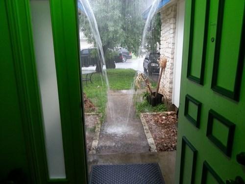 funny-fail-pic-rain-gutter