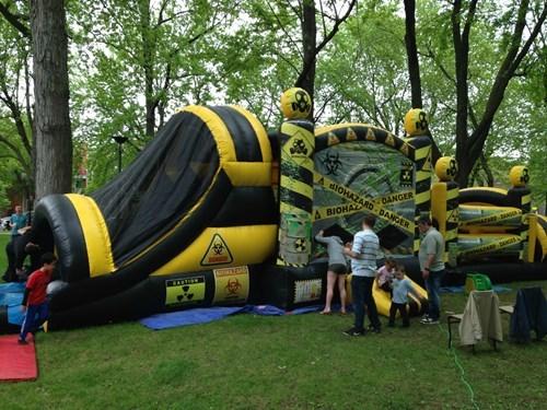 funny-parenting-fail-bounce-house-hazard