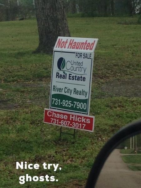 funny-sign-win-ghosts-haunted