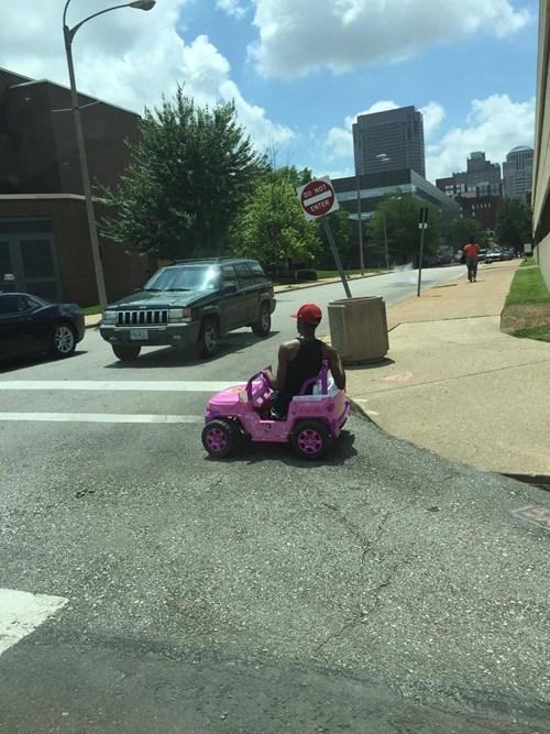 funny-win-pic-tiny-jeep-joyride