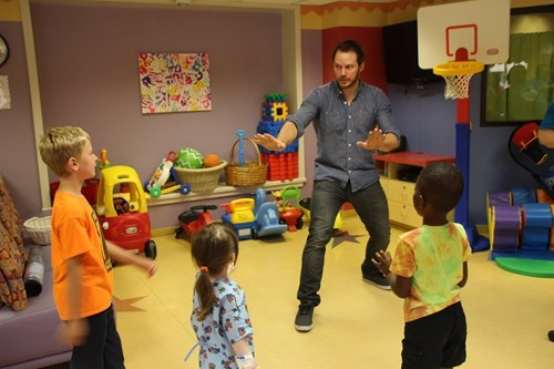 Chris Pratt brings Jurassic World to children's hospitals.