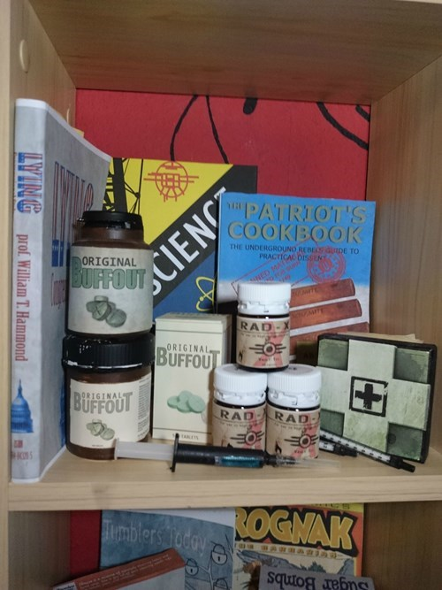 Shelf - COOKBOOK THE UNDERGROUNO REBES auIDE TO PRACTICAL DISSEN BUFFT F NY PATRIOT'S ORIGINAL NED MAT RAD ORIGINAL BUFFOU BUFFOT ORIGINAL RAD RAD Bimblers Today Sugar BombS YTNG prof. William T. Hammond CIENC