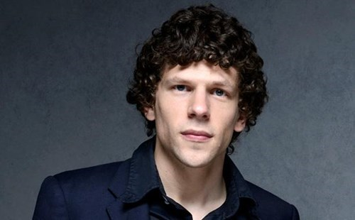 celeb news jesse eisenberg compares comic con to genocide