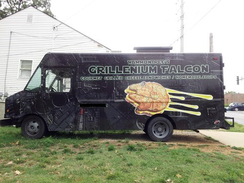 geeky-star-wars-millenium-falcon-food-truck-the-kessel-run-was-never-so-delicious