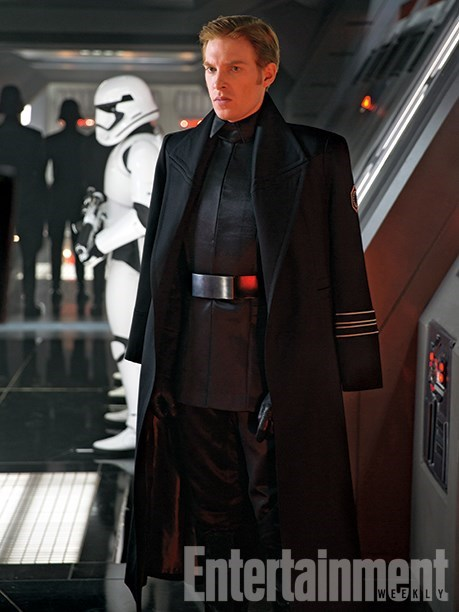 general-hux-gleeson-leads-the-first-order