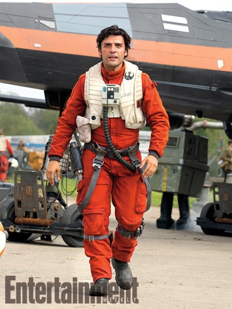 poe-dameron-isaac-walks-away-from-his-black-x-wing