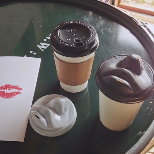 jang woo-seok KISS designer mouth coffee lid - 8557267712