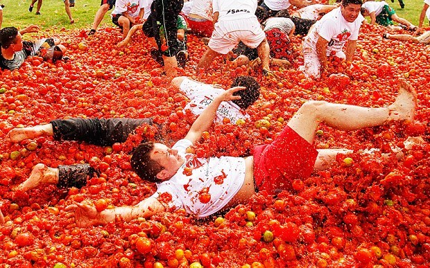 tomatoes food fight la tomatina Spain - 8557686528